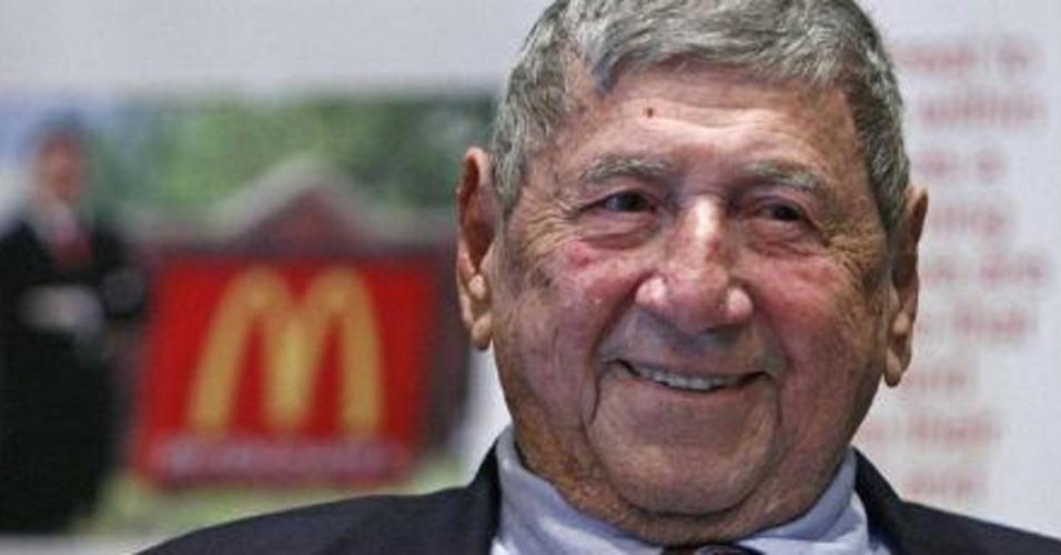 Morre aos 98 anos Michael Jim Delligatti, o criador do Big Mac