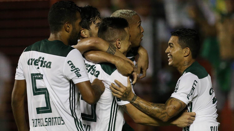 O Palmeiras buzina e pede passagem - Esporte - UOL Esporte efafb4cc14673