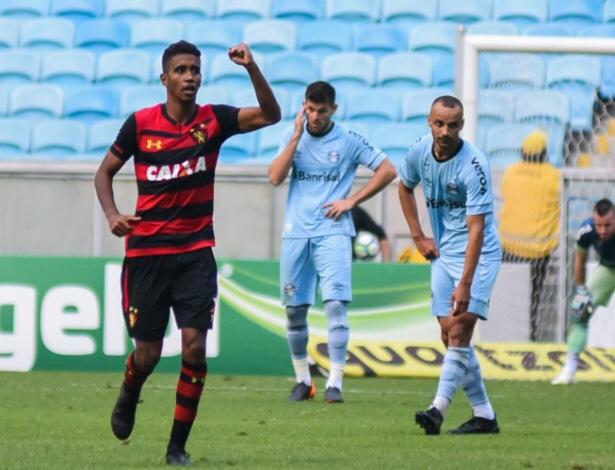 Sete gols na Arena Grêmio e o Sport sobe - Esporte - UOL Esporte 50be0bb9db74c