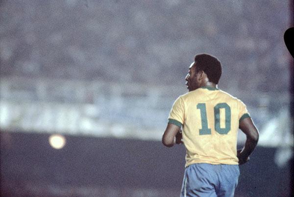elano-comemora-gol-do-santos-contra-o-londrina-1429142322970_615x300