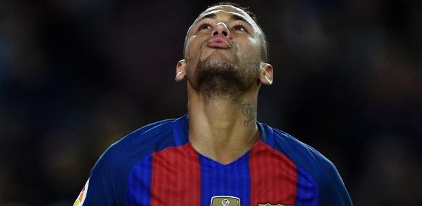 neymar-lamenta-em-jogo-contra-malaga-1479581894911_615x300