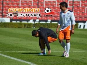 Camilo treina com uniforme do Queretaro - foto: @CamAlEstadio no Twitter