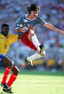 Balboa em ação na histórica vitória sobre a Colômbia - foto: Shaun Botterill/ALLSPORT
