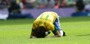 Neymar lamenta chance perdida na final Olímpica - foto: AFP PHOTO / DANIEL GARCIA