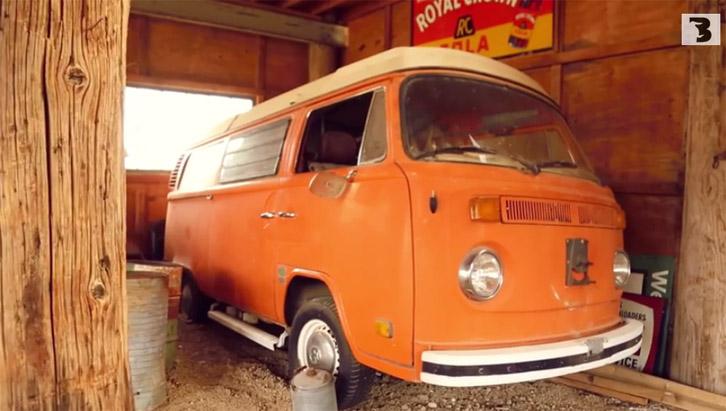VW Kombi é um dos modelos abandonados em Nelson (Foto:Bufalos TV)