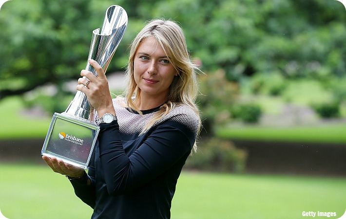 Sharapova_Brisbane_trophy_get_blog