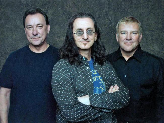 DA esq. para a dir;: Neil Peart, Geddy Lee e Alex Lifeson, o Rush em foto promocional de 2008 (FOTO: DIVULGAÇÃO)