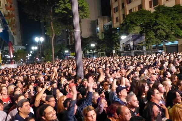 Público lotou a avenida São João para ver os veteranos roqueiros (FOTO: LEANDRO CHAPELLE/DIVULGAÇÃO/VIRADA CULTURAL)