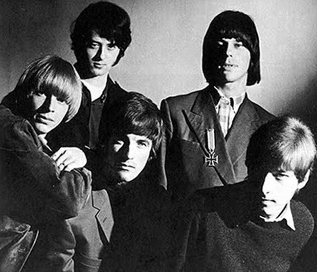 Foto rara da formação dos Yardbirds com os dois magos da guitarra: em cima, Jimmy Page (esq,) e Jeff Beck; embaixo, Keith Relf (esq., vocalista), Jim McCarthy (bateria) e Chris Dreja (baixo) (FOTO: DIVULGAÇÃO)