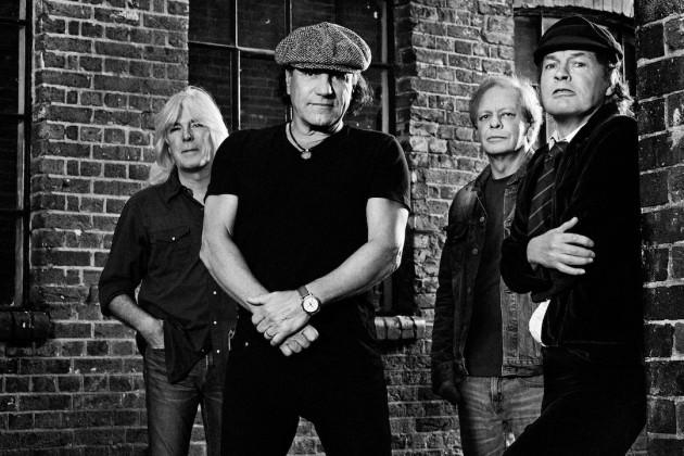 AC/DC em 2014, logo após a saída de Malcolm Young e a prisão de Phil Rudd: da esq. para a dir., Cliff Williams, Brian Johnson, Steve Young e Malcolm Young (FOTO: DIVULGAÇÃO)