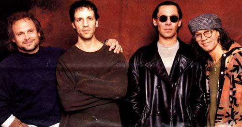 Van halen em 1998: da esq. para a dir., Michael Anthony, Gary Cherone, Alex Van halen e Eddie Van Halen (FOTO: DIVULGAÇÃO)