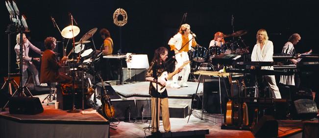 O Yes como um octeto, em plena turnê (FOTO: DIVULGAÇÃO)