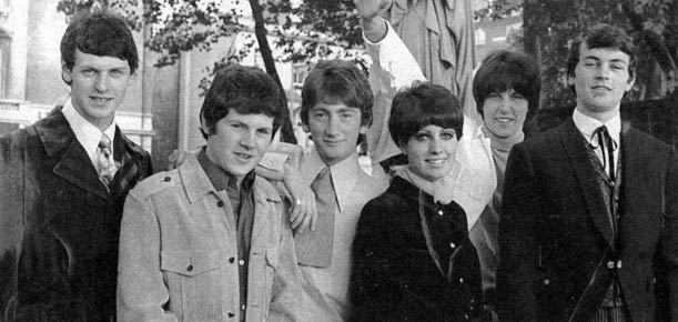 Episode Six em 1967: da esq. para a dir., Harvery Shield, Tony Lander, Roger Glover, Sheila Carter, Graham Carter e Ian Gillan (FOTO: DIVULGAÇÃO)