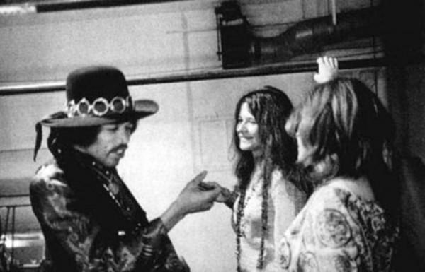 Serguei (dir.), após um show nos Estados Unidos, com Jimi Hendrix e a então namorada Janis Joplin (FOTO: ARQUIVO PESSOAL)