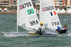 Scheidt e o francês Bernaz na medal race (Thom Touw)
