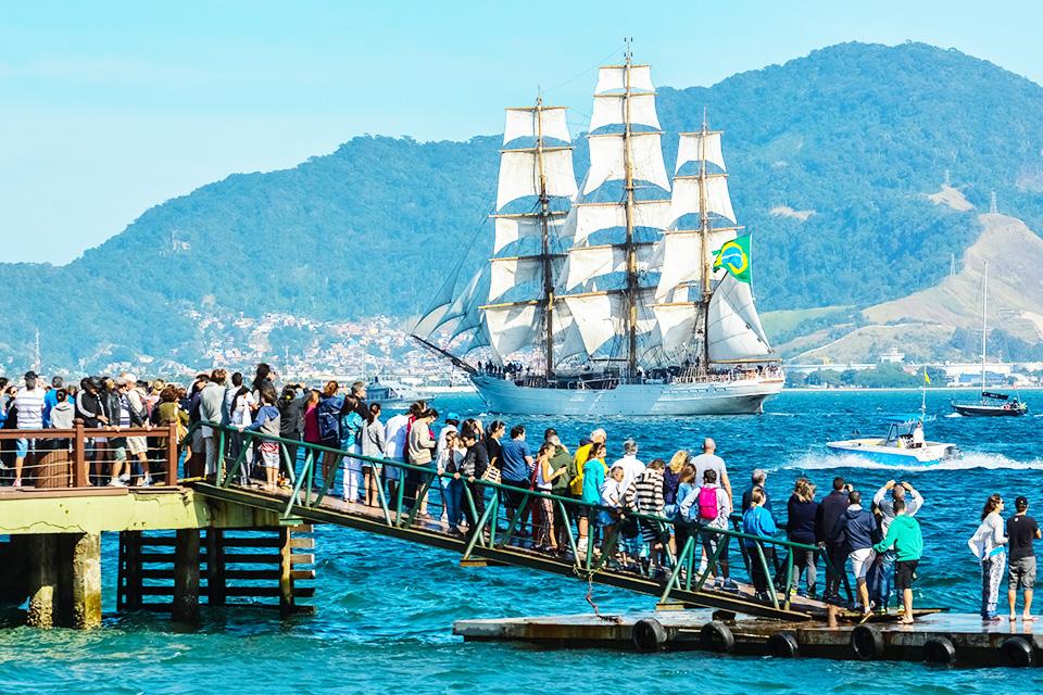 Cisne Branco no desfile de barcos - FOTO | Eduardo Grigaitis/Fotop