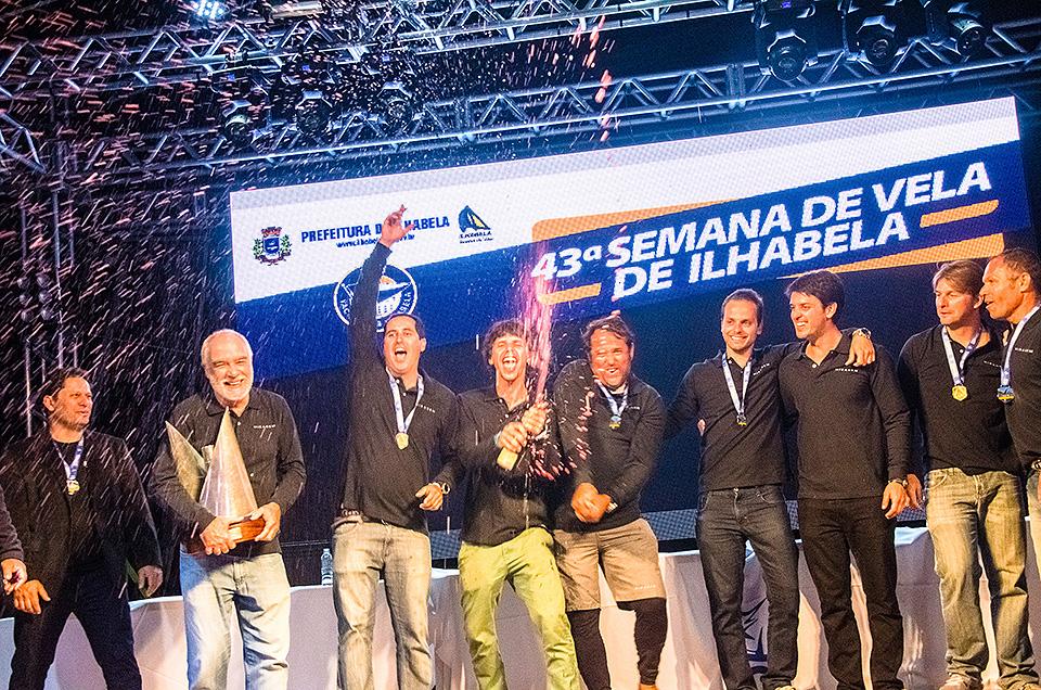 Tripulação do Miragem faz a festa na premiação - FOTO | Aline Bassi/Fotop