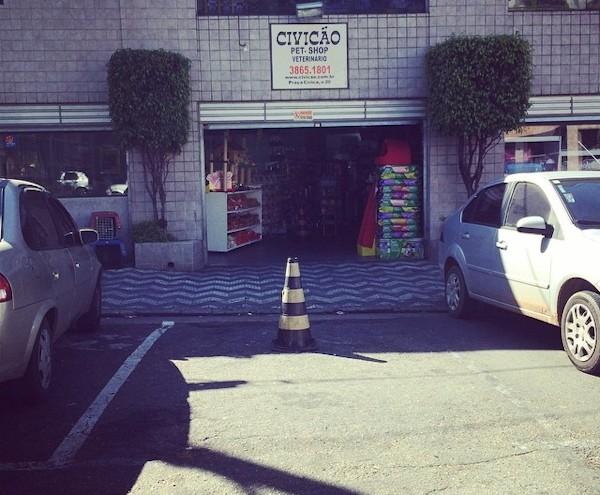 Pet shop com cone na frente: marcação é de zona azul