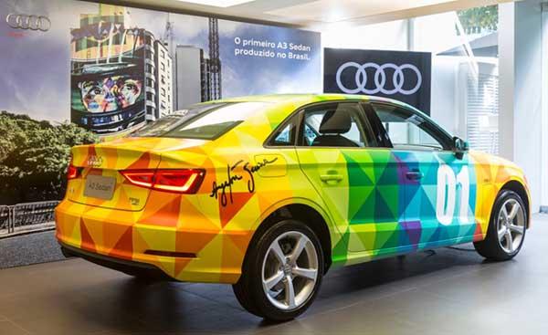 Primeiro Audi A3 Sedan nacional, pintado por Eduardo Kobra