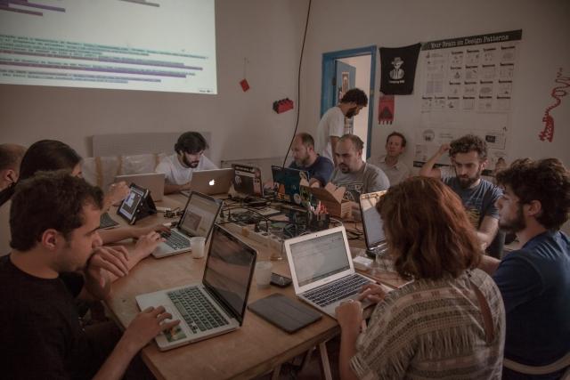 Encontro ocorreu no Garoa Hacker Clube em São Paulo. Foto: Bruno Fernandes