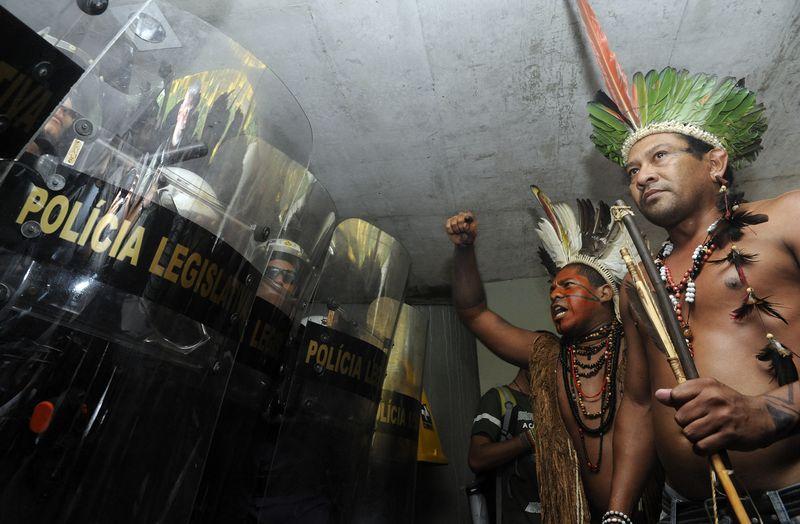 Em manifestação contra a PEC 215, indígenas tentaram ocupar o Anexo 2 da Câmara dos Deputados. Foto: Gabriela Korossy/Câmara dos Deputados (16/12/2014)