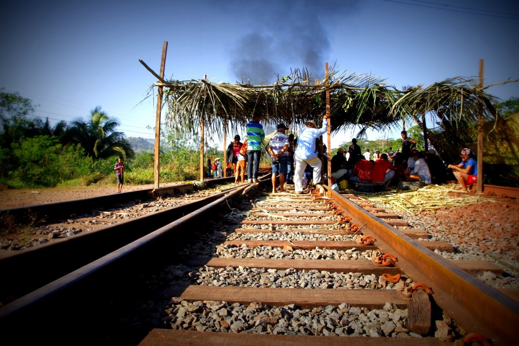 Protesto de integrantes do MST na estrada de ferro Carajás