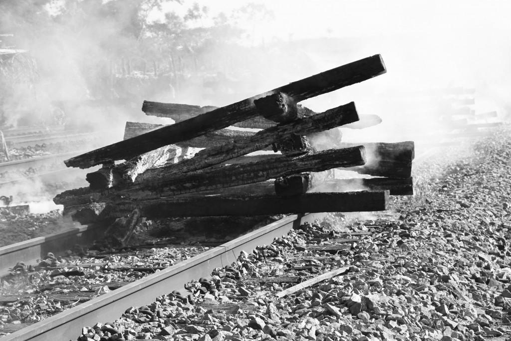 Batentes da ferrovia Carajas em chamas