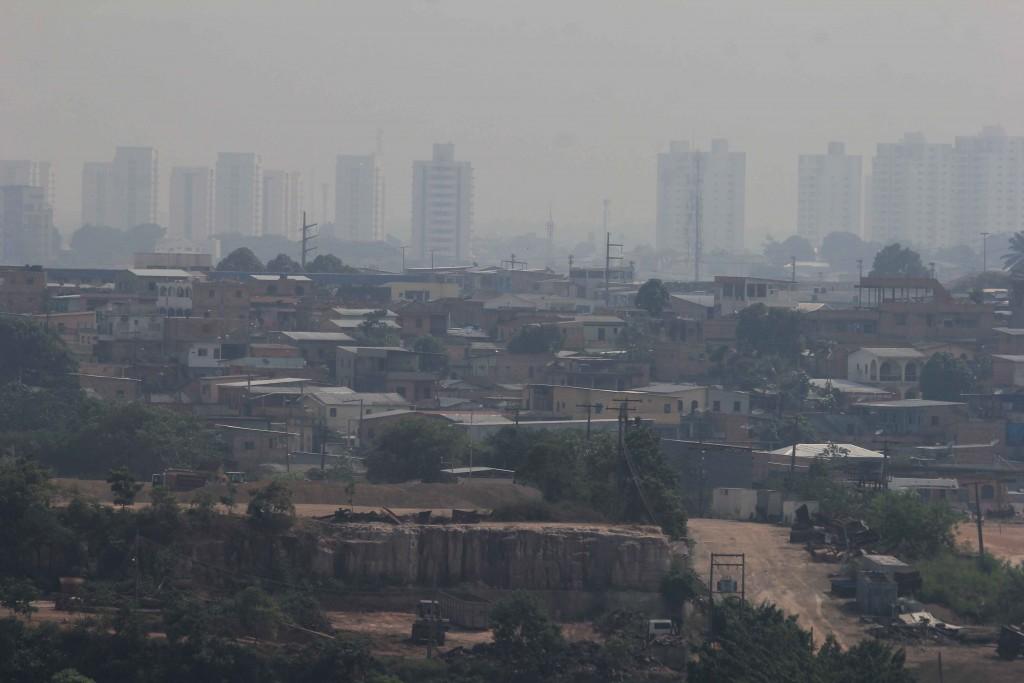 Fumaça preta cobriu Manaus na manhã desta sexta-feira, 21. Foto: Márcio Melo