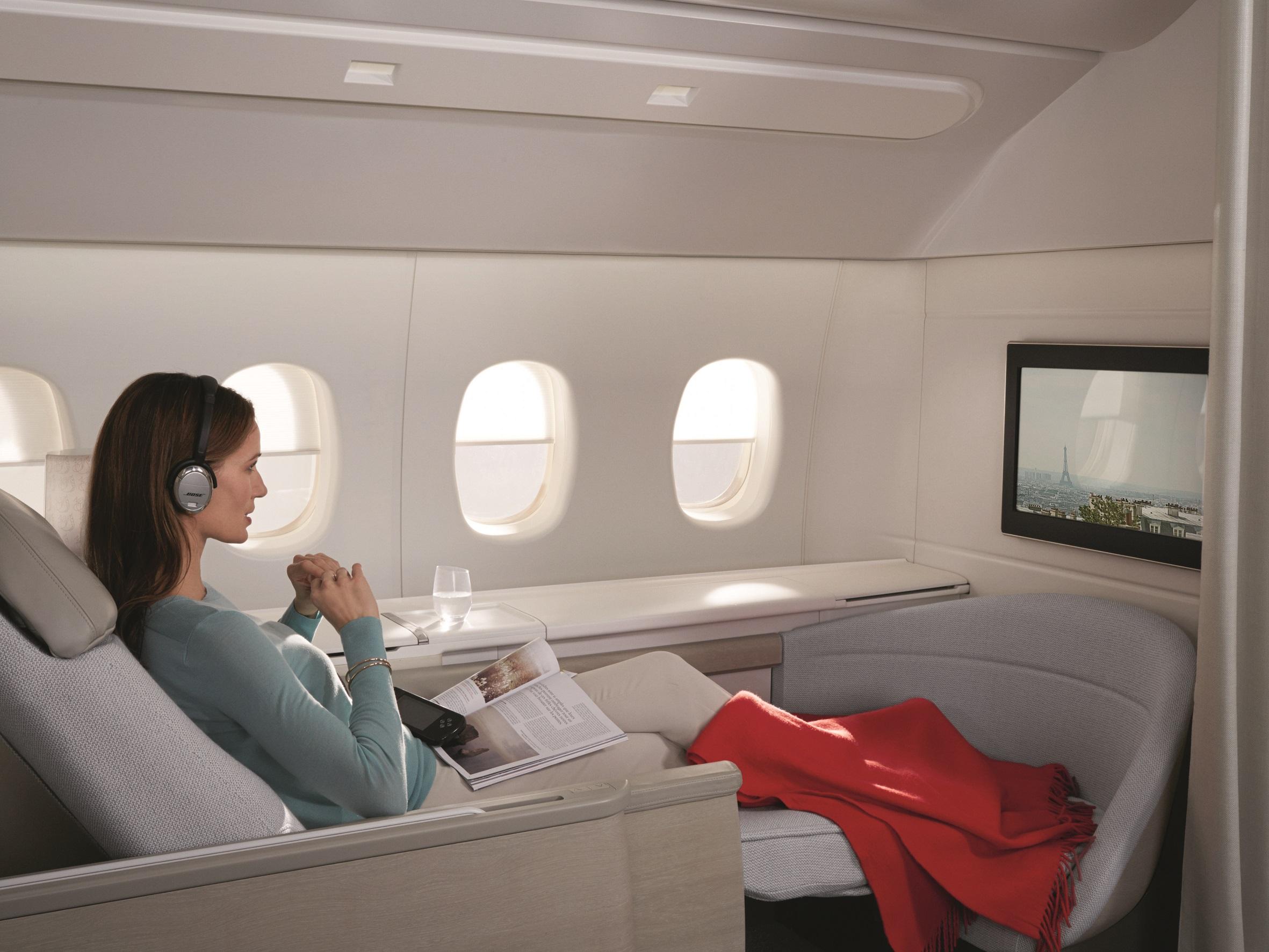 82931c3bf00 Passageira na primeira classe da Air France (foto  Divulgação)