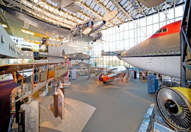 Ala sobre a aviação comercial no Museu Aeroespacial em Washington (Foto: Eric Long/Smithsonian Institution/Divulgação)