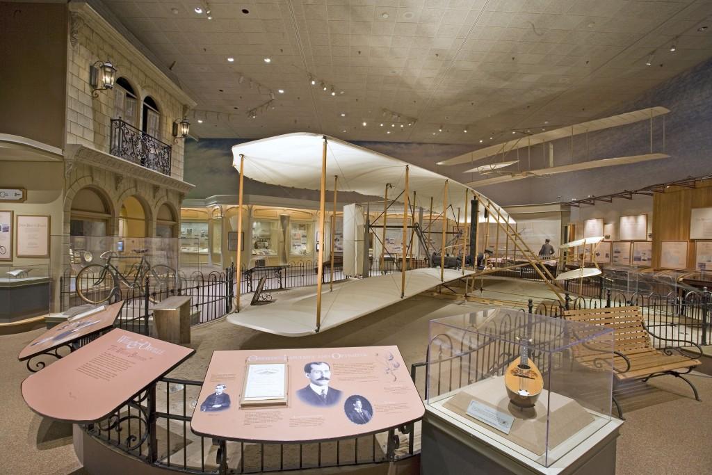 Avião dos irmãos Wright no Museu Aeroespacial em Washington (Foto: Eric Long/Smithsonian/Divulgação)