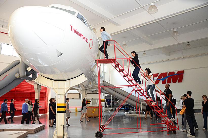 Funcionários fazem treinamento para situações de emergência (Foto: Divulgação)