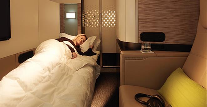Quarto de apartamento oferecido em alguns voos da Etihad / Crédito: Reprodução/Etihad
