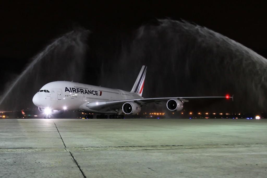 A380 que pousou na noite de segunda no Galeão (Luis Alberto Neves/Divulgação)