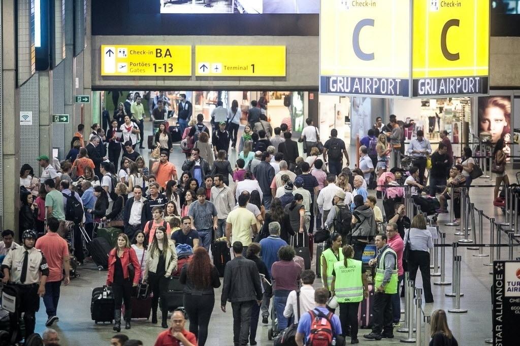 17abr2014---aeroporto-internacional-de-cumbica-em-guarulhos-sao-paulo-tem-movimentacao-intensa-nessa-vespera-de-feriado-1397773729797_1024x682
