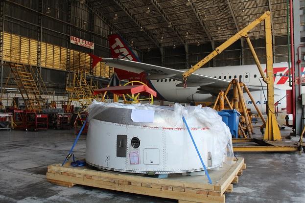 Entrada de ar do motor aguarda reparos na oficina da Latam. Foto: Vinícius Casagrande/UOL