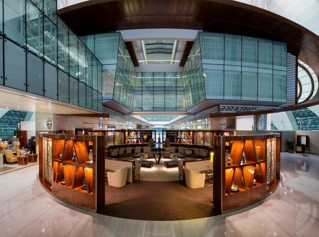 Lounge da Emirates, em Dubai, passou por uma reforma de R$ 35 milhões (Imagem: Divulgação)