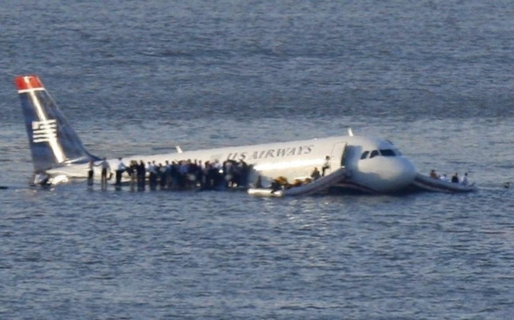 Piloto pousou Airbus 320 no rio Hudson, em Nova York, e todos saíram ilesos (Brendan McDermid/Reuters)