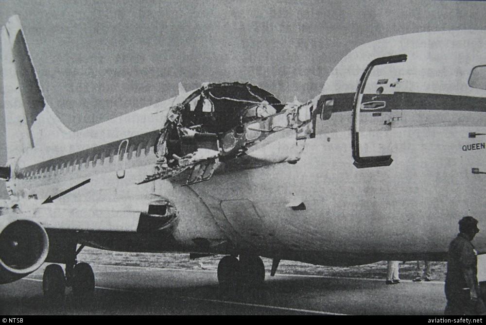 Boeing 737 da Aloha Airlines ficou com a fuselagem destruída durante o voo (Divulgação/NTSB)
