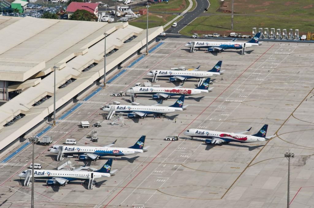 Pátio do aeroporto de Viracopos, em Campinas, com aviões da Azul (Foto: Divulgação)