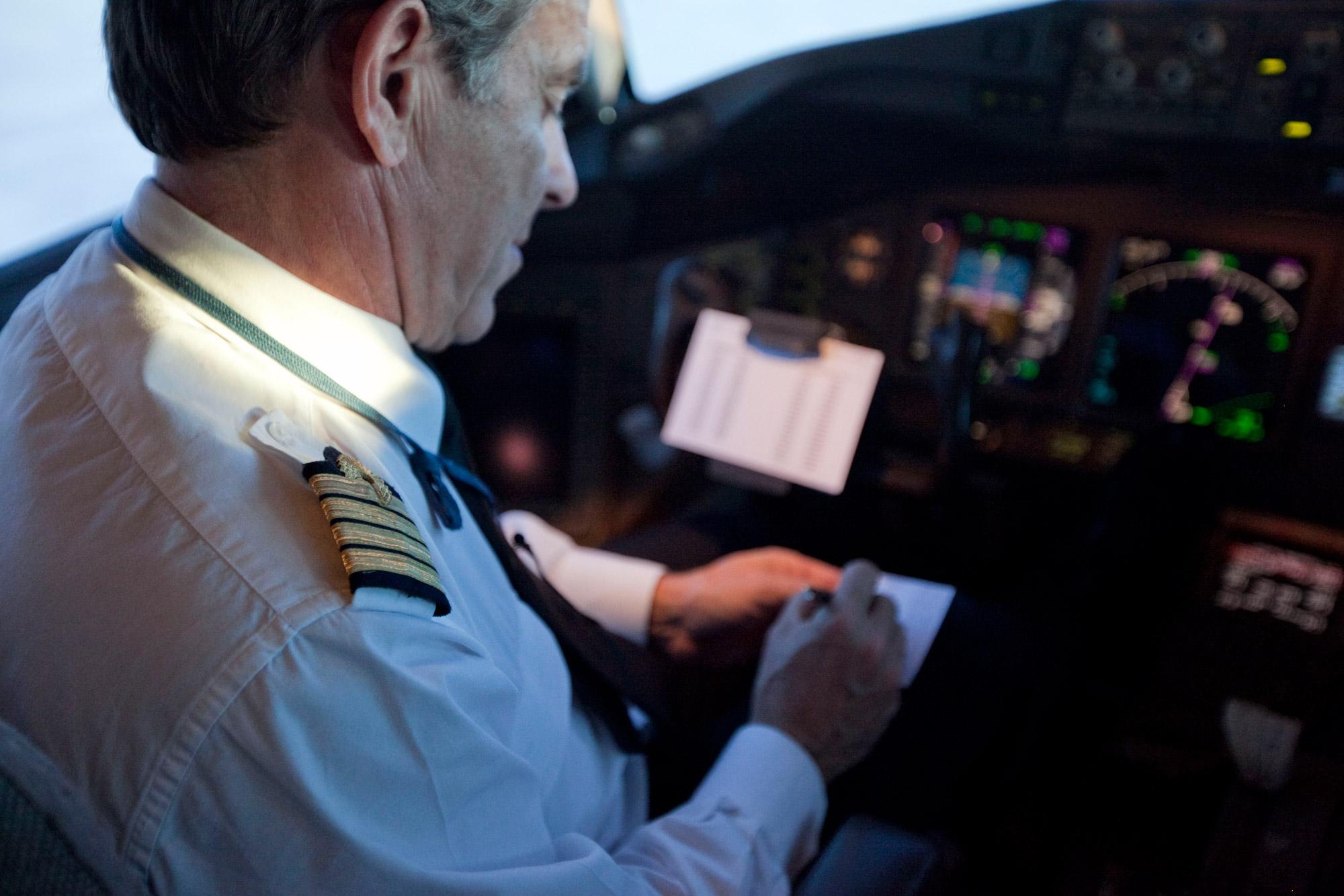 Comandante tem quatro faixas no ombro (Foto: Divulgaçao/Air France)