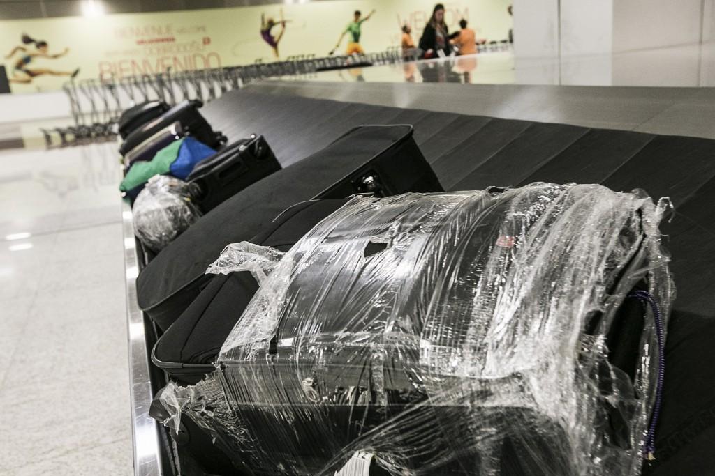 Maior esteira de Guarulhos tem capacidade para mil malas por hora (Foto: Lucas Lima/UOL)
