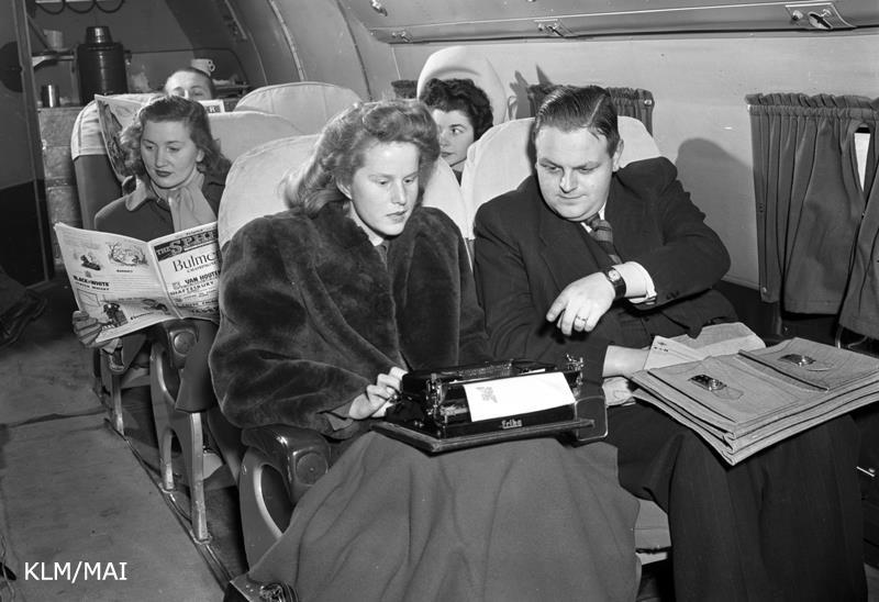 Executivos tinham de trabalhar com máquinas de escrever (Foto: Facebook/KLM)