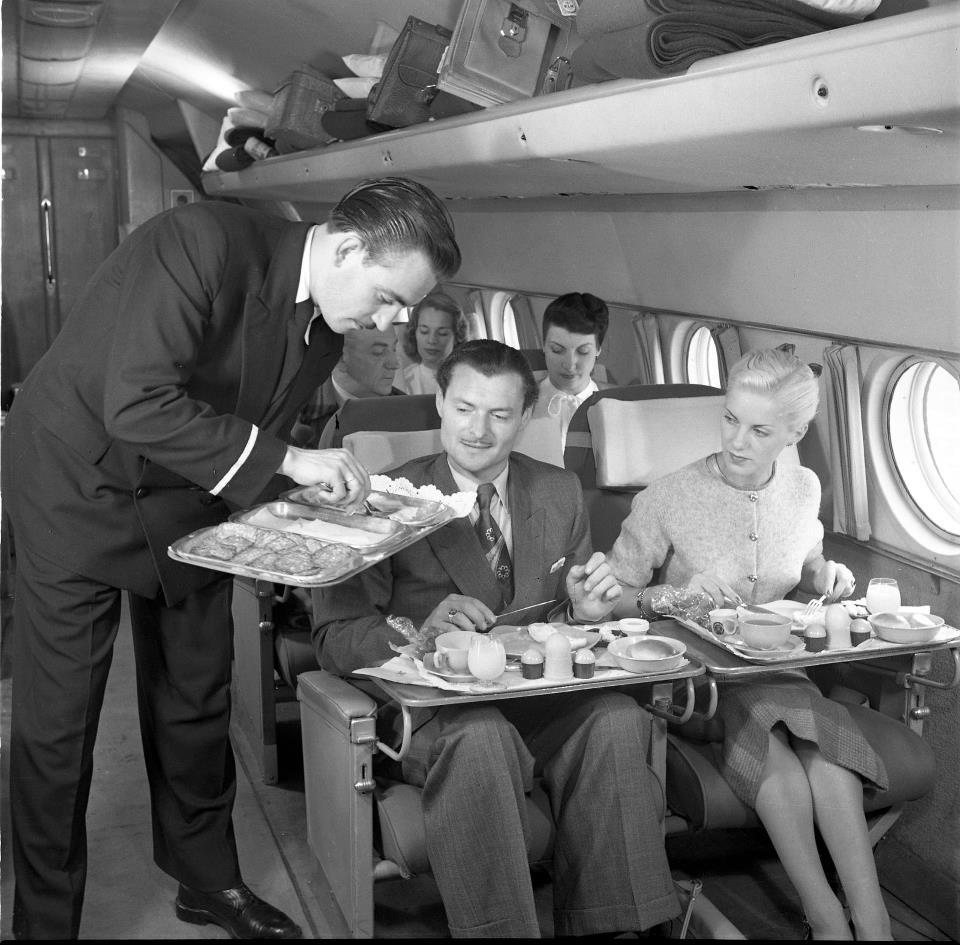 Serviços de bordo tinha várias opções de comida (Foto: Facebook/KLM)