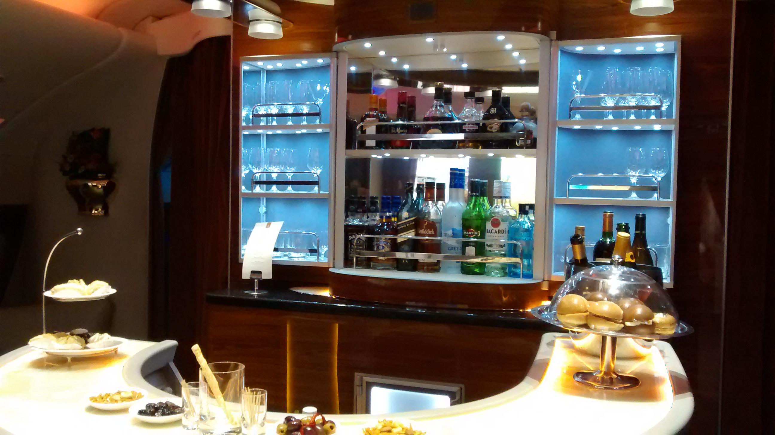 O Lounge Localizado No Segundo Andar Do A380 Da Emirates. Foto: Claudia  Andrade/UOL