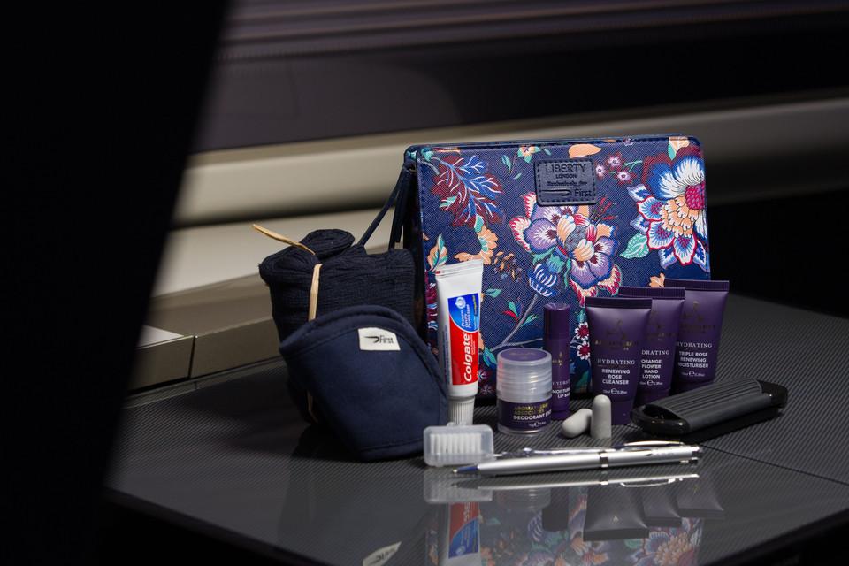 1a4870b0e00 Kits femininos da British Airways tem inspiração floral oriental (foto   Divulgação)