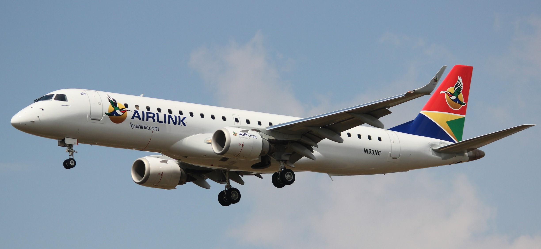 da328c996a Embraer 190 fará voos regulares para a remota ilha de Santa Helena (foto   Divulgação)
