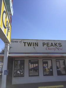 """Fachada do Twede's Cafe, uma homenagem de North Bend a """"Twin Peaks"""""""