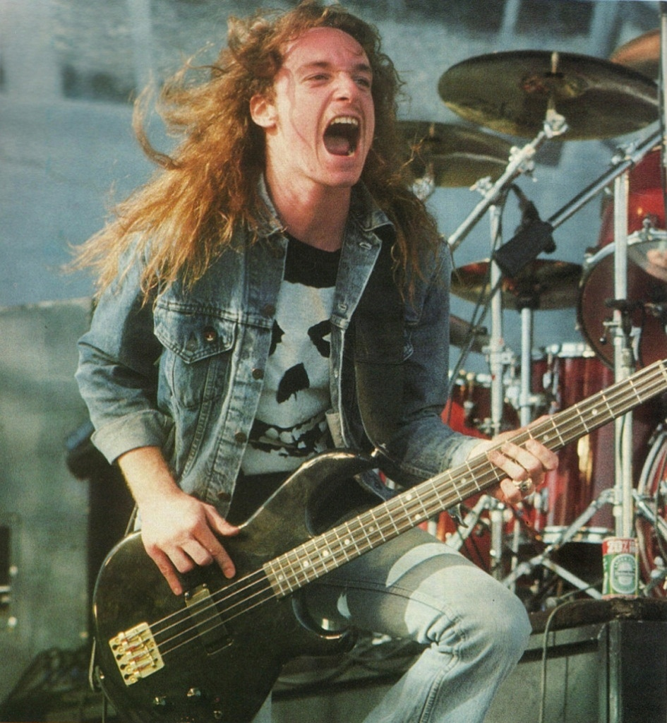 O culto a Cliff Burton, baixista do Metallica, ajuda a manter o baixo em alta no YouTube