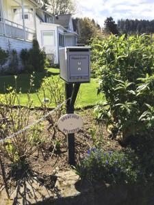 """Os moradores da """"Goonies House"""" pedem doações aos visitantes. (Pablo Miyazawa)"""
